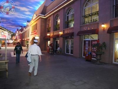 Чудеса Китая. Волшебный город на Атриум-Стрит, город Циндао  天幕城