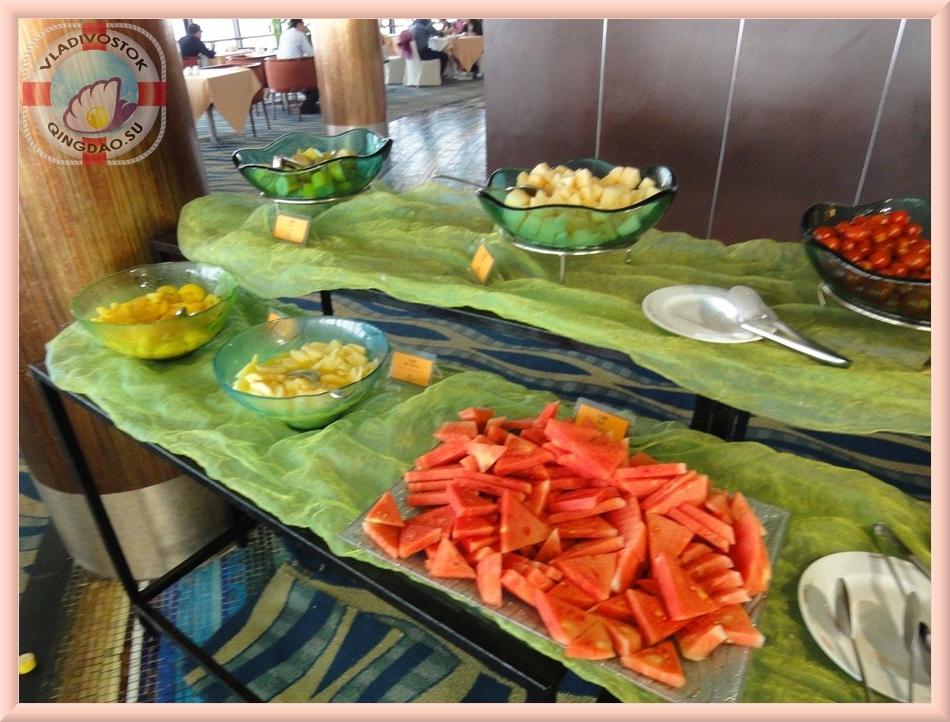 Нарезка фруктов на стол