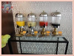 Вам на выбор предлагают соки и другие прохладительные напитки
